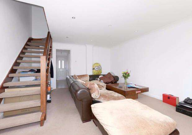 3 Bedrooms Terraced House for rent in Long Green, Chigwell, IG7