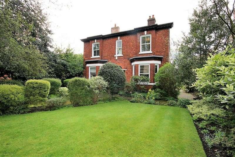 5 Bedrooms Detached House for sale in Half Edge Lane, Ellesmere Park, Manchester