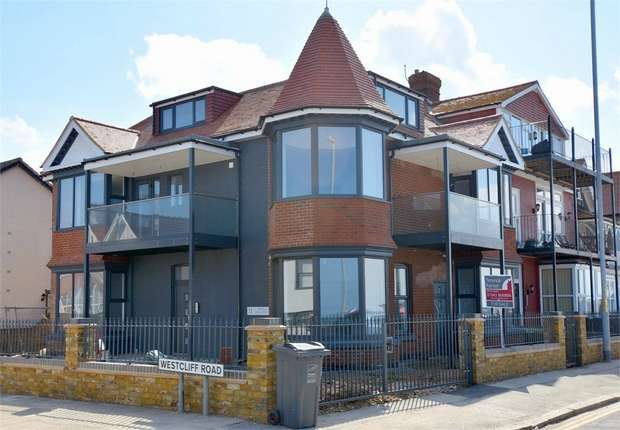 1 Bedroom Flat for sale in Royal Esplanade, Westbrook, Margate, Kent