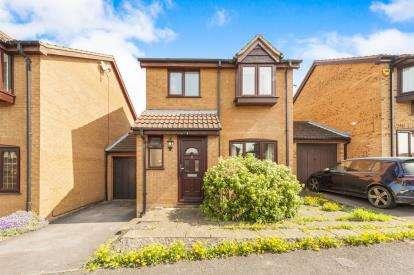 3 Bedrooms Link Detached House for sale in Little Orchards, Aylesbury, Bucks, Aylesbury