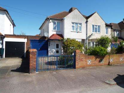 3 Bedrooms Semi Detached House for sale in Harewood Road, Bedford, Bedfordshire