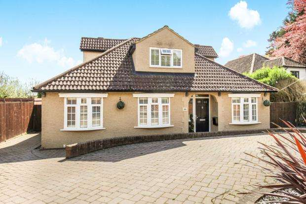 5 Bedrooms Bungalow for sale in Row Town, Addlestone, Surrey