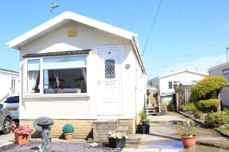 2 Bedrooms Park Home Mobile Home for sale in Third Avenue, Woodside Park, Stalmine, Lancashire, FY6 0PW