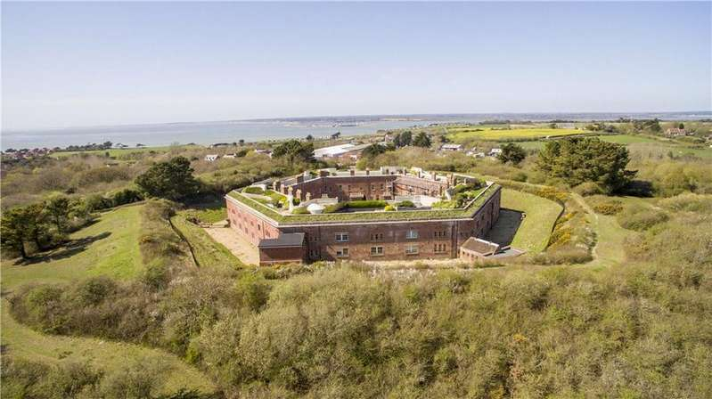 5 Bedrooms Terraced House for sale in Colwell Road, Freshwater, Isle Of Wight, PO40