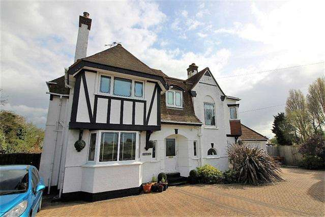 5 Bedrooms Detached House for sale in West Road, Clacton on on Sea