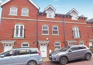 3 Bedrooms Terraced House for sale in Croft Avenue, Great Easthall, Sittingbourne, Kent