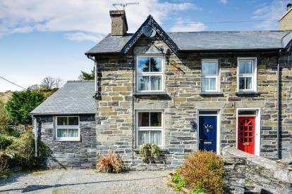 3 Bedrooms Semi Detached House for sale in Castle Terrace, Dolwyddelan, Conwy, LL25