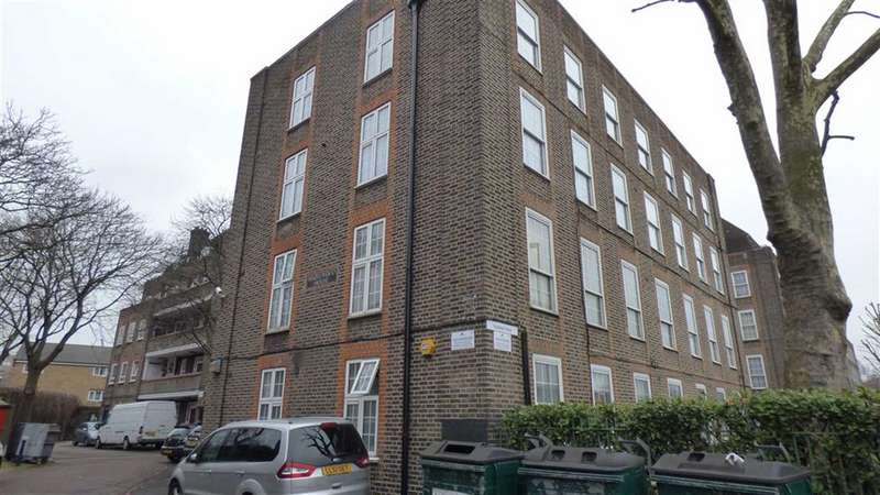 2 Bedrooms Flat for sale in Hazelwood House, London