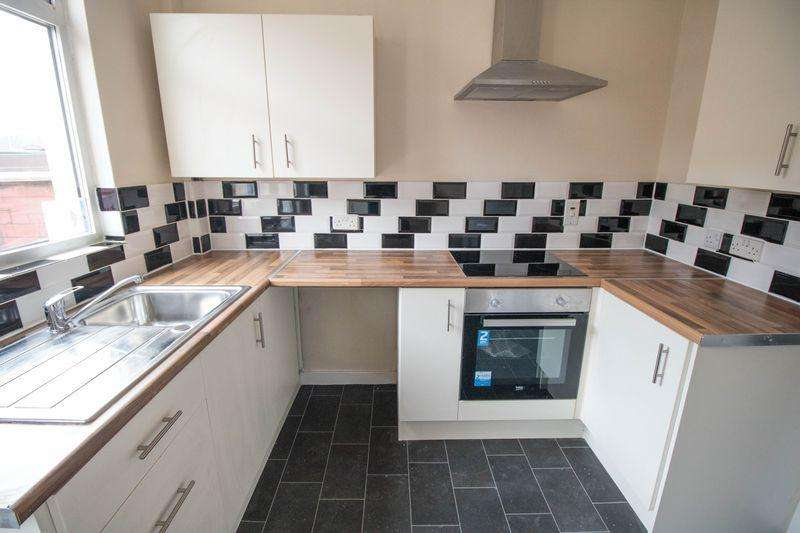 2 Bedrooms Terraced House for sale in Corson Street, Farnworth, Bolton, BL3 2QA