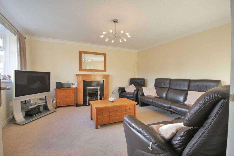 4 Bedrooms Detached House for sale in Hillcrest Drive, Loftus