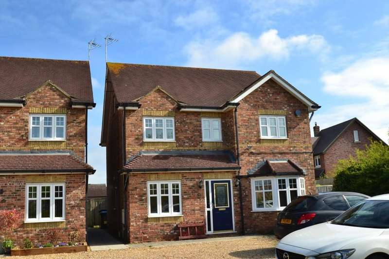5 Bedrooms Detached House for sale in Whaddon Road, Newton Longville