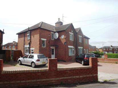 3 Bedrooms Semi Detached House for sale in The Oval, Gloucester, Gloucestershire