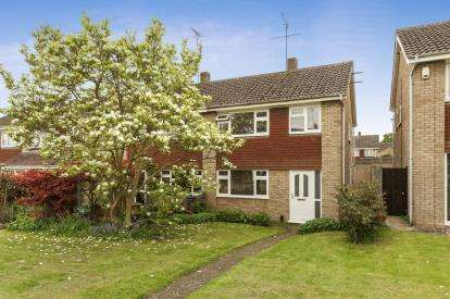 3 Bedrooms Semi Detached House for sale in Woodman Close, Leighton Buzzard, Beds, Bedfordshire