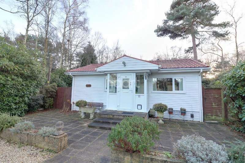 2 Bedrooms Lodge Character Property for sale in The Plateau, Warfield