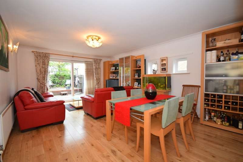 3 Bedrooms Semi Detached House for sale in Magellan Place, London, London, E14