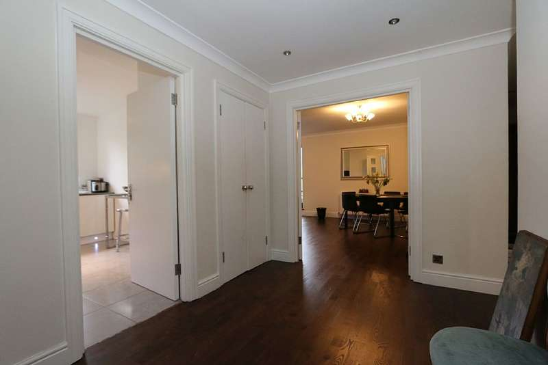 2 Bedrooms Apartment Flat for sale in Stuart House, 46 Windsor Way, london, London, W14 0UF