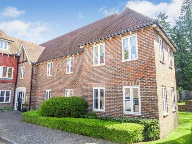2 Bedrooms Flat for sale in Highgrove Avenue, Ascot, Berkshire