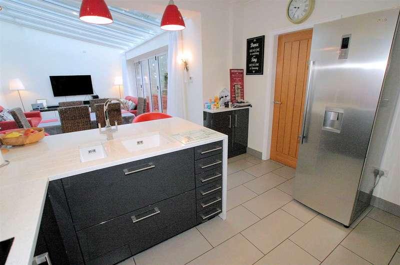 3 Bedrooms Detached House for sale in Queens Park Avenue, Dresden, Stoke on Trent