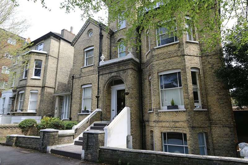 3 Bedrooms Flat for sale in 54 Wilbury Road, Hove, East Sussex, BN3 3PA