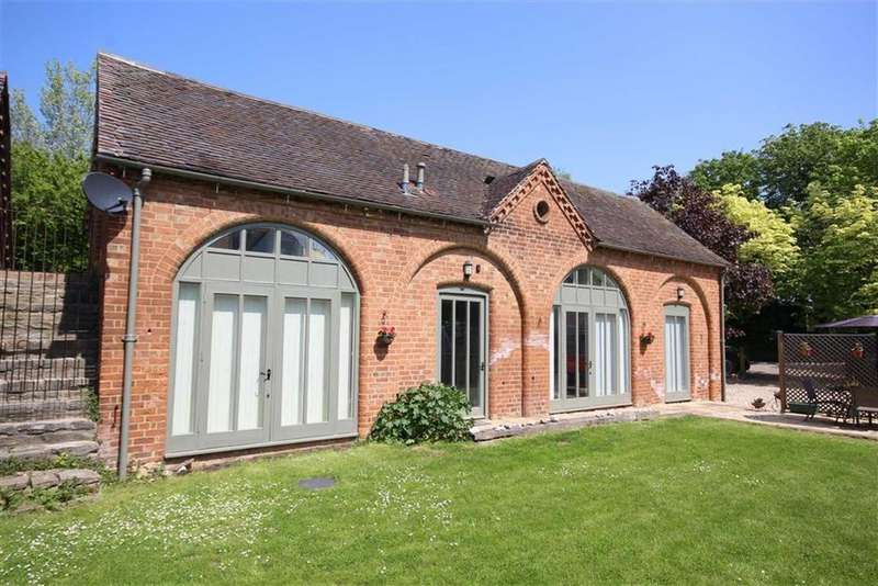 3 Bedrooms Barn Conversion Character Property for sale in Puckrup Hall Farm, Puckrup, Tewkesbury, Gloucestershire