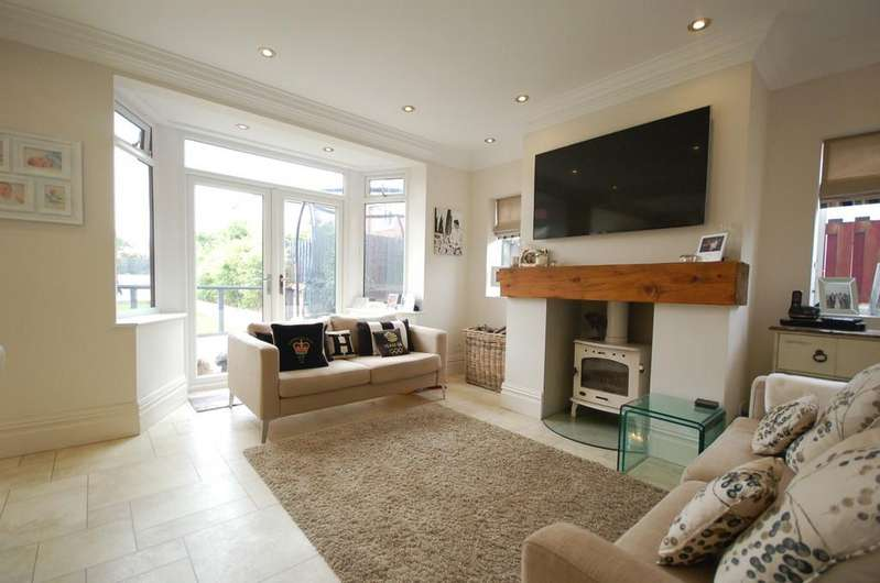 3 Bedrooms Detached House for sale in 27 Westby Road