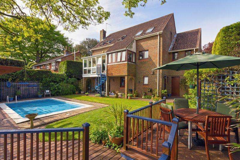 5 Bedrooms Detached House for sale in Mill Lane, Worthing