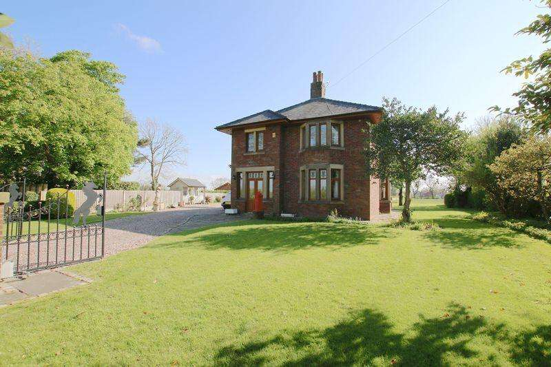 4 Bedrooms Detached House for sale in The Fields, Green Lane, Whitestake