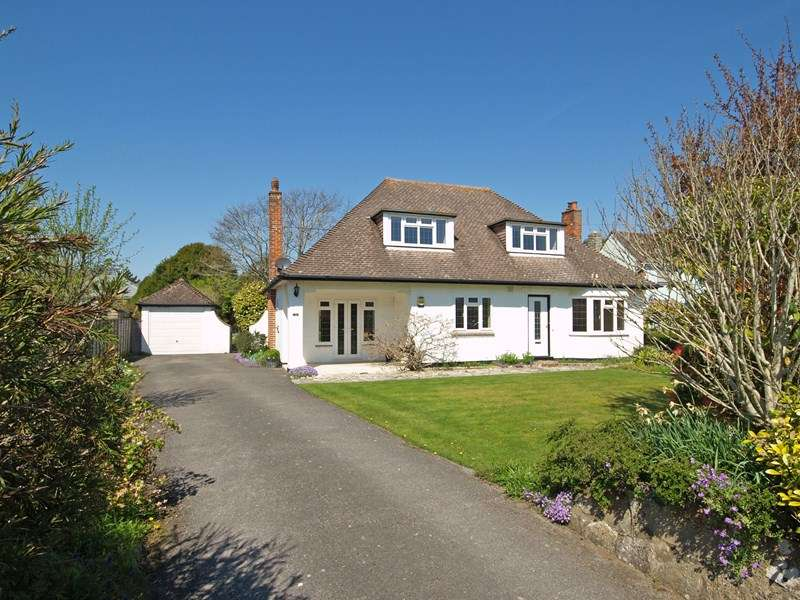 3 Bedrooms Detached Bungalow for sale in Rook Hill Road, Friars Cliff, Christchurch