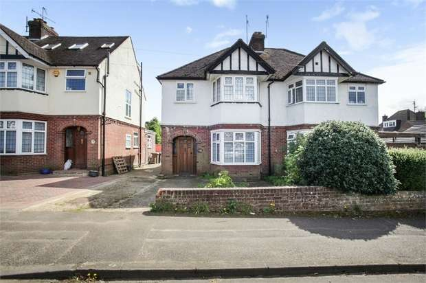 3 Bedrooms Semi Detached House for sale in Elmwood Crescent, Luton, Bedfordshire