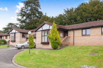 2 Bedrooms Bungalow for sale in Orchard Close, Westbury-On-Trym, Bristol