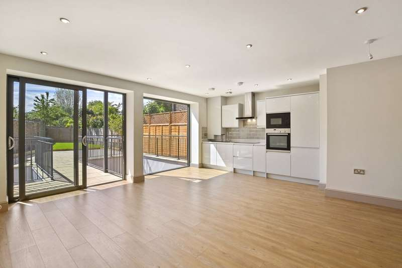 3 Bedrooms Flat for sale in Rathcoole Gardens, Crouch End, London, N8