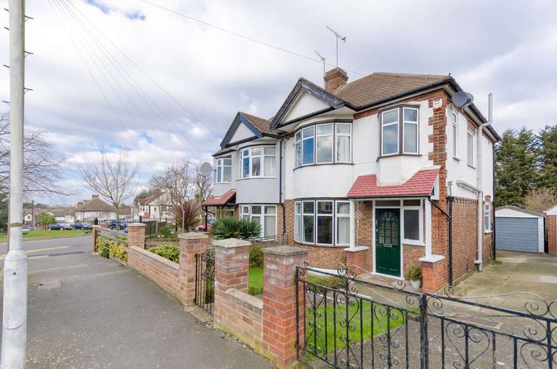 3 Bedrooms Semi Detached House for sale in Amesbury Drive, Chingford, E4