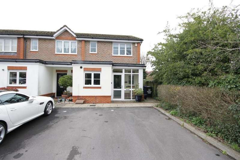 3 Bedrooms Semi Detached House for sale in Derwent Drive, Maidenhead
