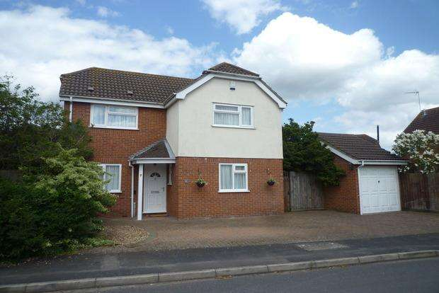 3 Bedrooms Detached House for sale in Cygnet Drive, Chatteris, PE16