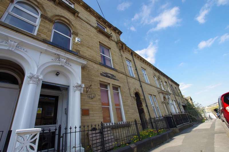 5 Bedrooms House for rent in HALLFIELD ROAD, BRADFORD, BD1 3RP