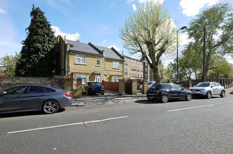 5 Bedrooms Terraced House for rent in Victoria Road, London. N9 9SQ