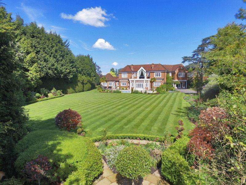 6 Bedrooms Detached House for sale in 35 Lewes Road, Haywards Heath