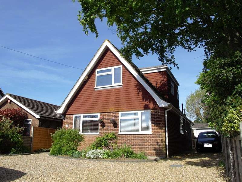 3 Bedrooms Chalet House for sale in Manor Way, Lee-On-The-Solent