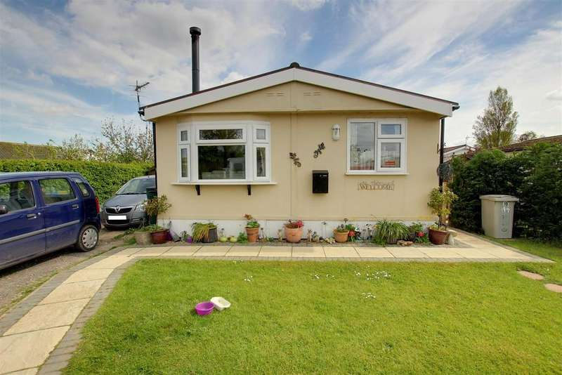2 Bedrooms Park Home Mobile Home for sale in Seahaven Springs Estate, Mablethorpe