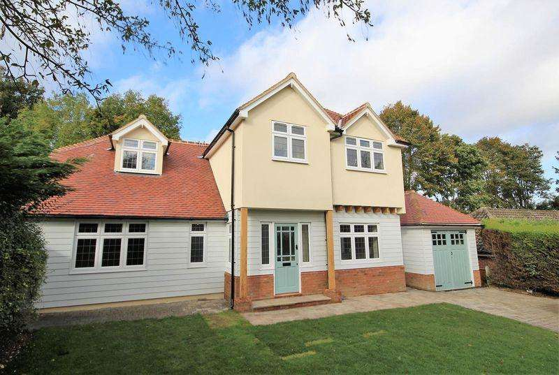 5 Bedrooms Detached House for rent in Herington Grove, Hutton Mount