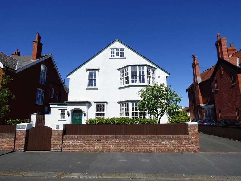 5 Bedrooms Detached House for sale in St Andrews Road South, St Annes