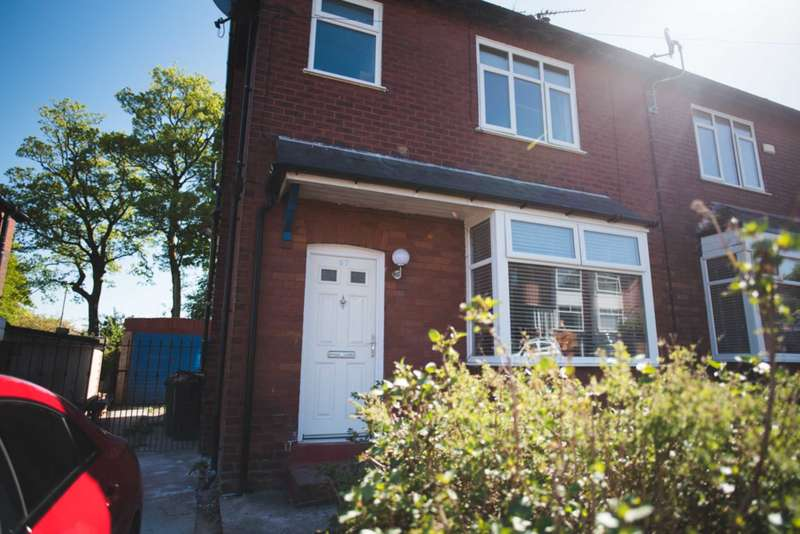 2 Bedrooms Semi Detached House for sale in Sharples Avenue, Sharples