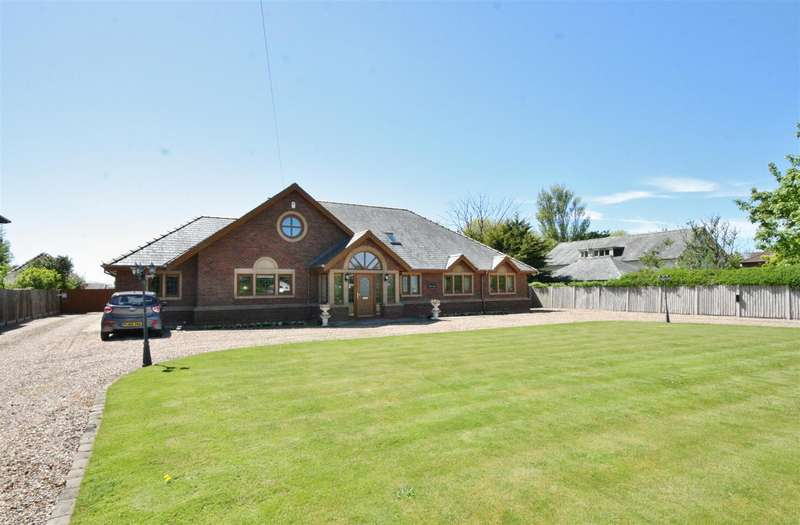 5 Bedrooms Detached House for sale in Division Lane, Marton Moss, Blackpool