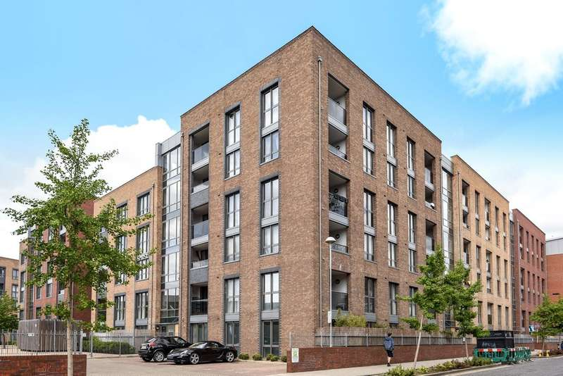 2 Bedrooms Flat for sale in Chamberlain Court, Surrey Quays