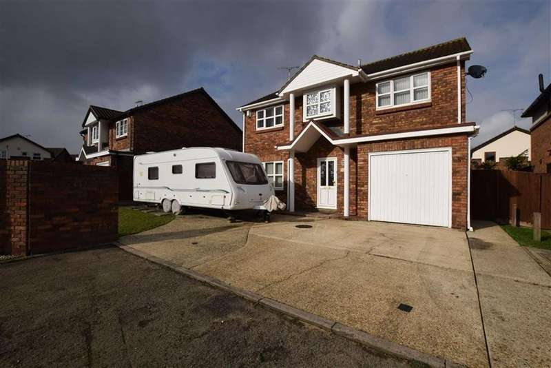 4 Bedrooms Detached House for sale in Ilmington Drive, Basildon, Essex