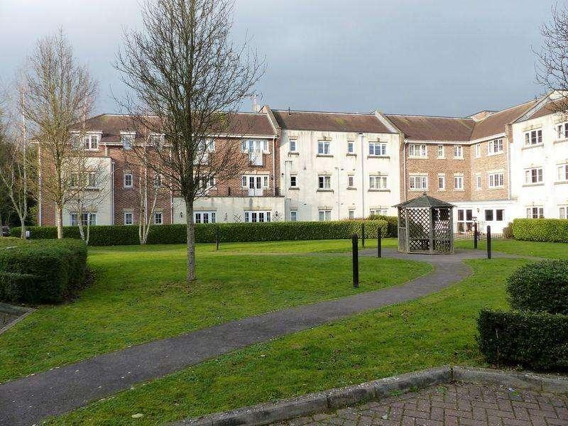 2 Bedrooms Apartment Flat for rent in Spiro Close, Pulborough