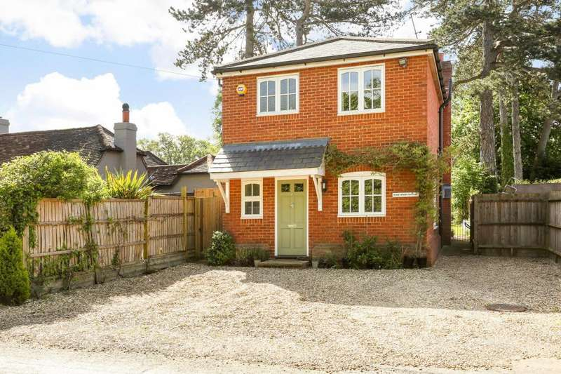 3 Bedrooms Detached House for sale in Woodside Road, Winkfield