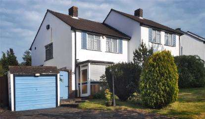 2 Bedrooms Semi Detached House for sale in Summerhill Close, Orpington