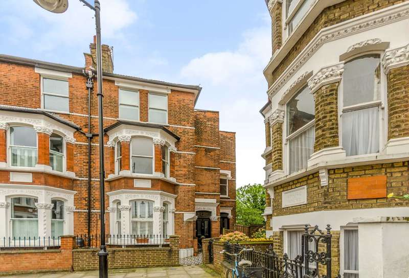 2 Bedrooms Maisonette Flat for rent in Calabria Road, Highbury, N5