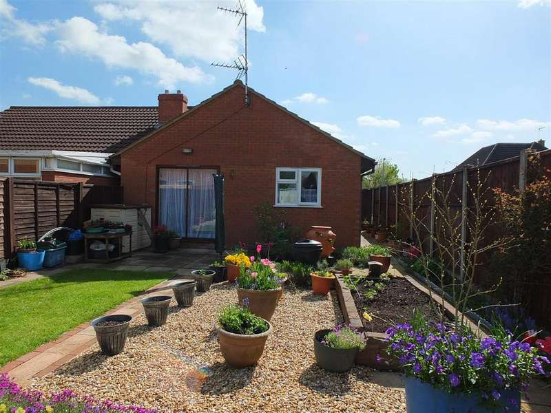 2 Bedrooms Semi Detached Bungalow for sale in Longdon Close, Sutton Bridge